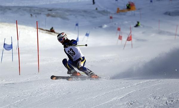 مسابقات اسکی آلپاین در پولادکف سپیدان؛ رونق بخش گردشگری ورزشی فارس