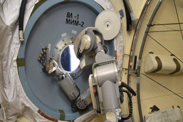 ربات روسی ایستگاه فضایی بین المللی در تعمیرات یاری می نماید