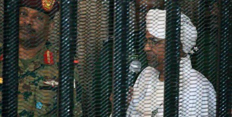 عمر البشیر به بیمارستان منتقل شد